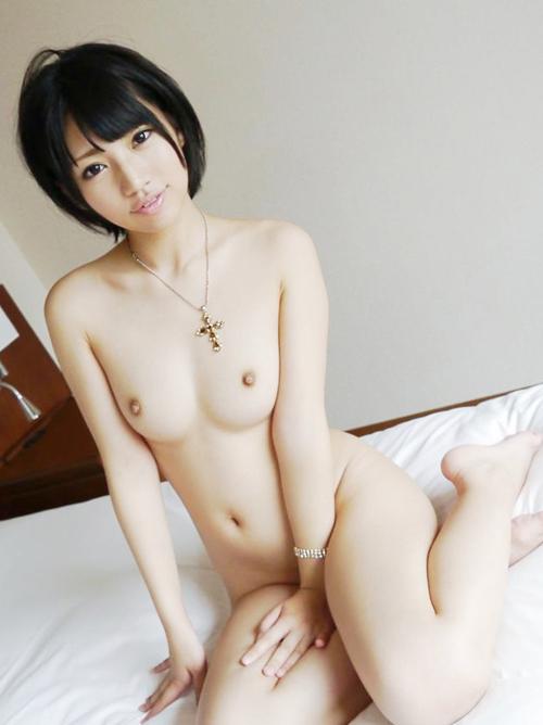 アイドル顔負けの愛らしさを放つ美巨乳AV女優のエロ画像