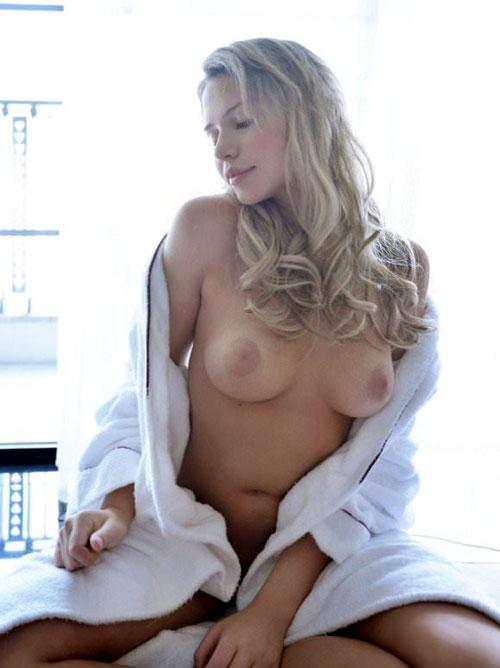 巨乳金髪美人のミア楓キャメロンが可愛すぎてめちゃシコポルノ画像