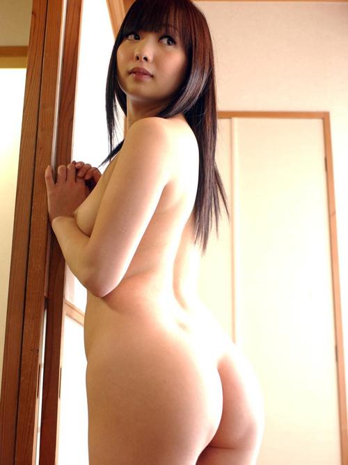 【三次】立ちバックで犯して欲しそうに男を待っている女の子のエロ画像