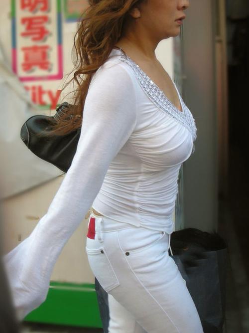 【巨乳画像】ボインなお姉さん達の街中で見かける着衣巨乳wwwww