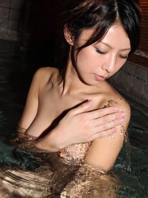 【露天風呂盗撮エロ画像】普段見れない女湯を覗いてる感じでドキドキしちゃう!!!