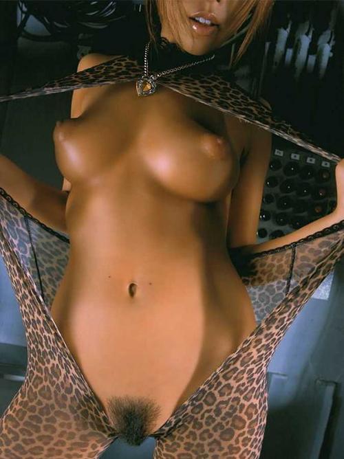 ちょwwこの乳輪なんだこれwww褐色の肌に卑猥な乳輪の黒ギャル画像