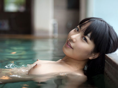 温泉でおっぱいと浸かって癒やし10