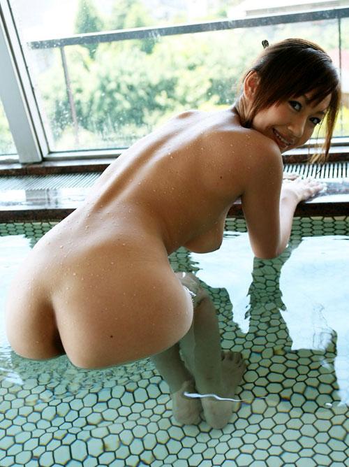 温泉でおっぱいと浸かって癒やし23