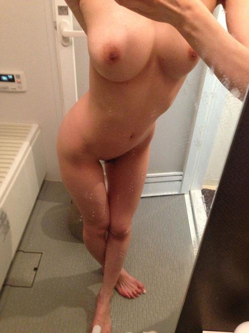 素人の濡れたおっぱいのエロが異常w自撮り娘のお風呂