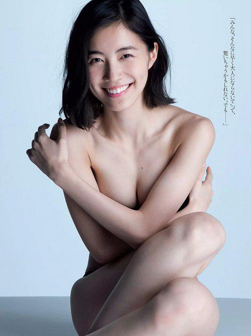松井珠理奈のとても10代に見えない手ぶらや水着おっぱい画像