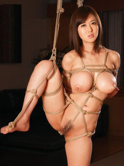 【SMエロ画像】ちょっと大きく見える!?緊縛されて巨乳っぽくなった女乳(*´д`*)
