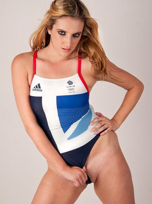 ムチムチ具合が堪らない外国人美女の競泳水着画像