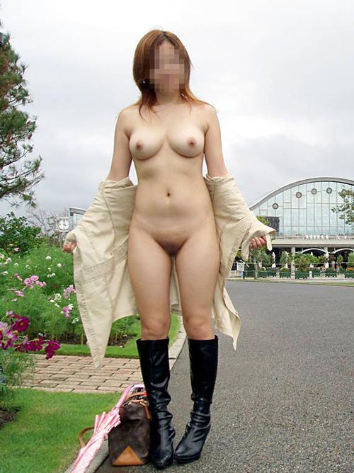 【野外露出エロ画像】外で服を脱ぐ事に快感を覚えた素人変態女たちをご覧下さい!!!