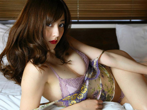 杉本有美(26) 真っ赤な唇と紫の下着。画像×11