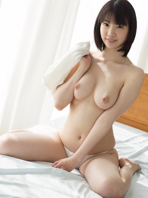 鈴木心春 色白の美巨乳ヌード画像