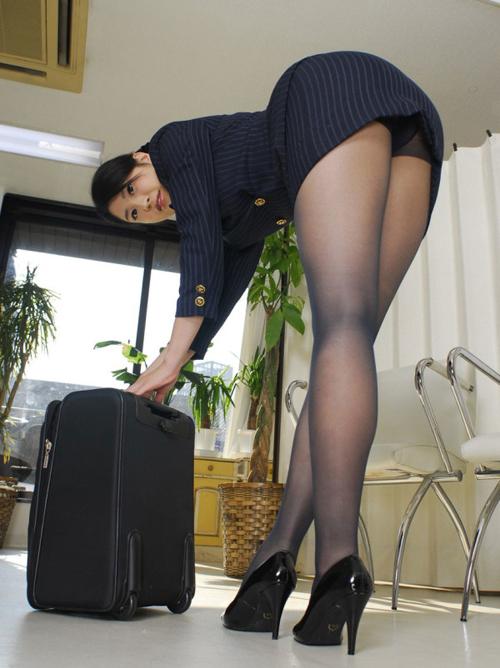 【黒パンストエロ画像】パンスト履いた姿を前から後ろからどっから見ても最高に興奮する!!!