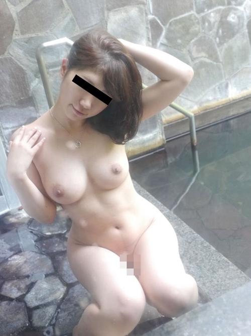 露出天国な露天風呂のエロ画像 part4