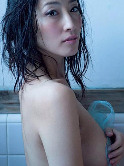 【佐藤寛子】毎日腹筋500回グラドルがノーブラヌード(・ω・ノ)82㎝天然Fカップおっぱい