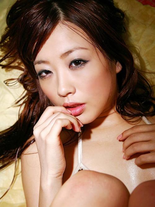 ほしのみゆ  コスプレで魅せる愛らしい美乳な元AV女優のエロ画像