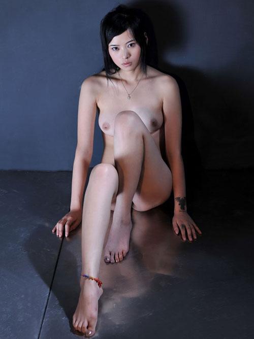【外人】中国人のロリ顔美少女がおっぱい晒すポルノ画像