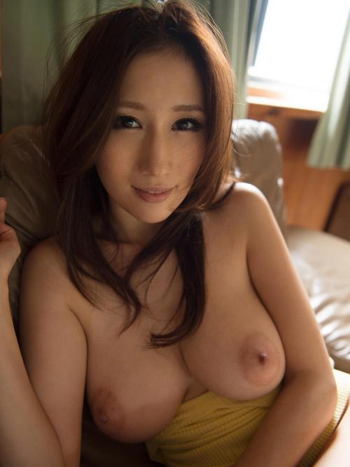 魅惑の乳房