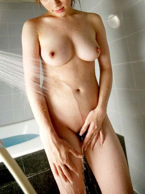 シャワーを浴びてる揺れおっぱい3