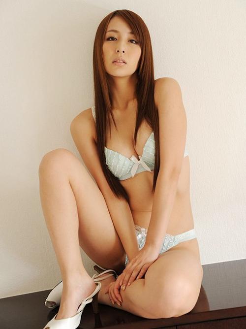 希崎ジェシカ 妖艶さが増したモデル級巨乳AV女優のエロ画像