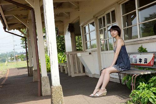 吉岡里帆ブレイク女優のおっぱい2