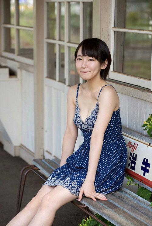 吉岡里帆ブレイク女優のおっぱい6
