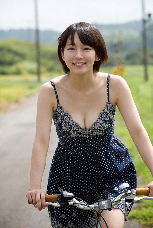 吉岡里帆ブレイク女優のおっぱい8