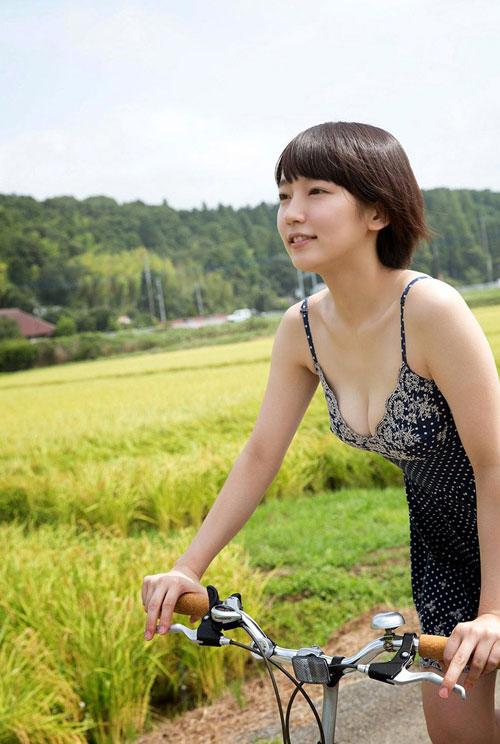 吉岡里帆ブレイク女優のおっぱい9