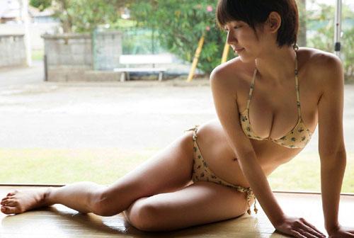 吉岡里帆ブレイク女優のおっぱい17