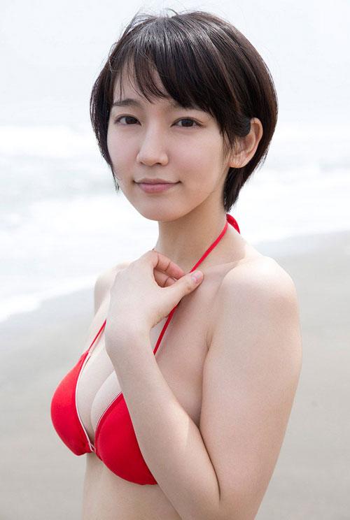 吉岡里帆ブレイク女優のおっぱい25