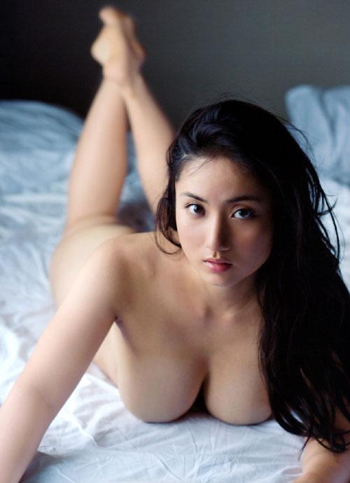 紗綾の全裸ヌードでおっぱい露出1