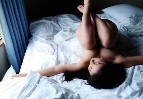紗綾の全裸ヌードでおっぱい露出3