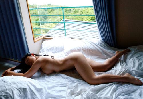 紗綾の全裸ヌードでおっぱい露出4
