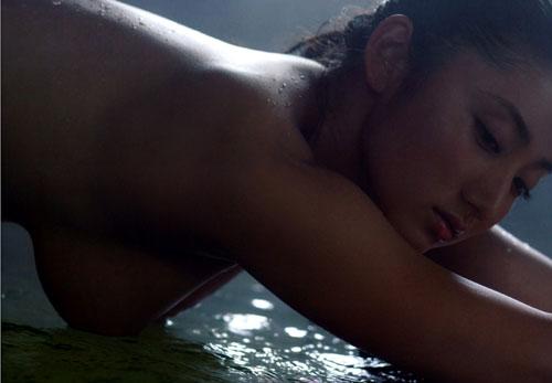紗綾の全裸ヌードでおっぱい露出9