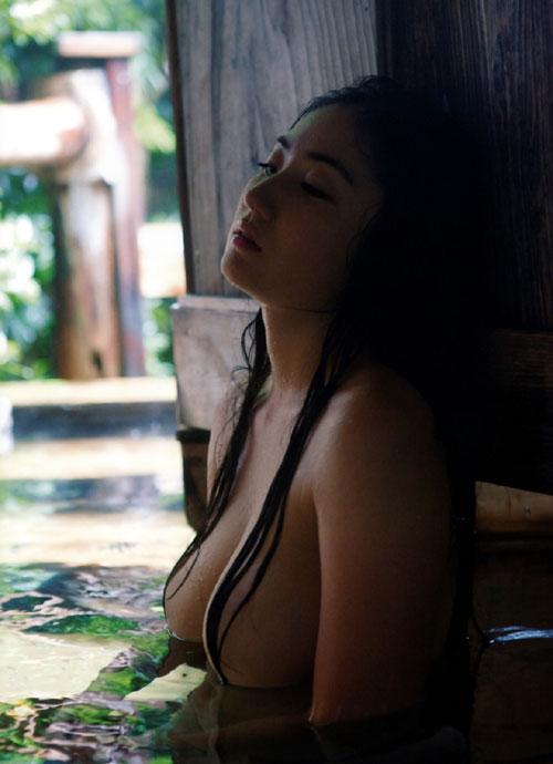 紗綾の全裸ヌードでおっぱい露出10