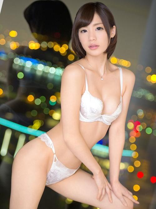 鈴村あいり 大人のセックスを楽しむAV