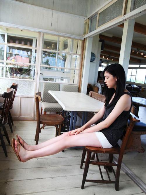 【グラビアエロ画像】モデル三吉彩花(19)の美脚がエロ過ぎて脚フェチには堪らない件!!!