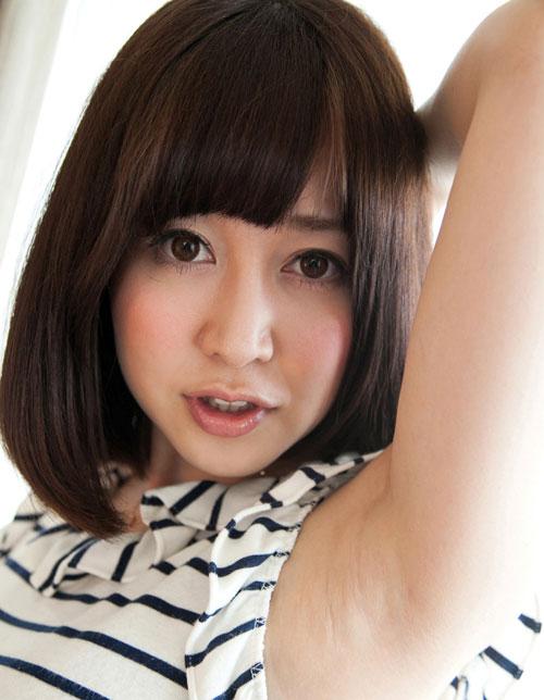 篠田ゆうのEカップ巨乳おっぱい1