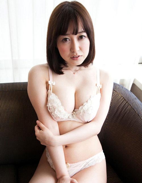 篠田ゆうのEカップ巨乳おっぱい11