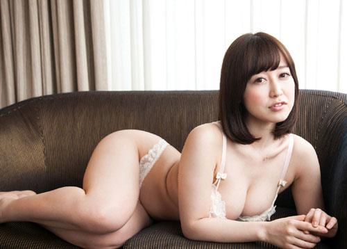 篠田ゆうのEカップ巨乳おっぱい12