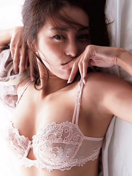 【熊切あさ美】美熟女85㎝巨乳おっぱいセミヌード\(◎o◎)/84㎝巨尻グラドル