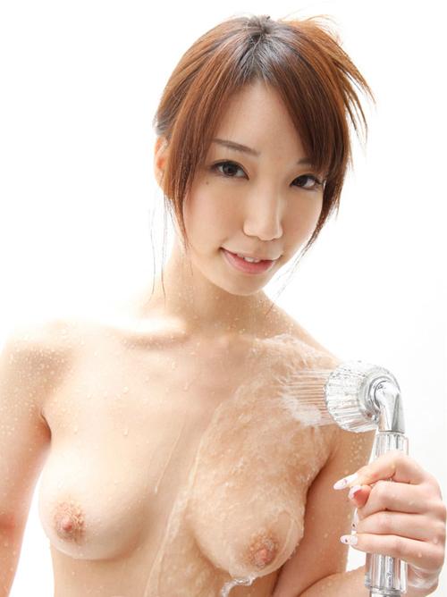 シャワーを浴びた濡れおっぱい!水も滴るいいおっぱい画像