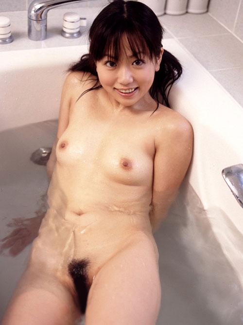 お風呂に一緒に浸かっておっぱい