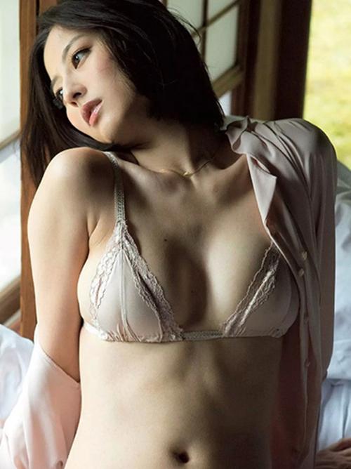 【杉本有美】84㎝美乳オッパイ85㎝巨尻下着グラビア\(◎o◎)/三愛水着イメージガール