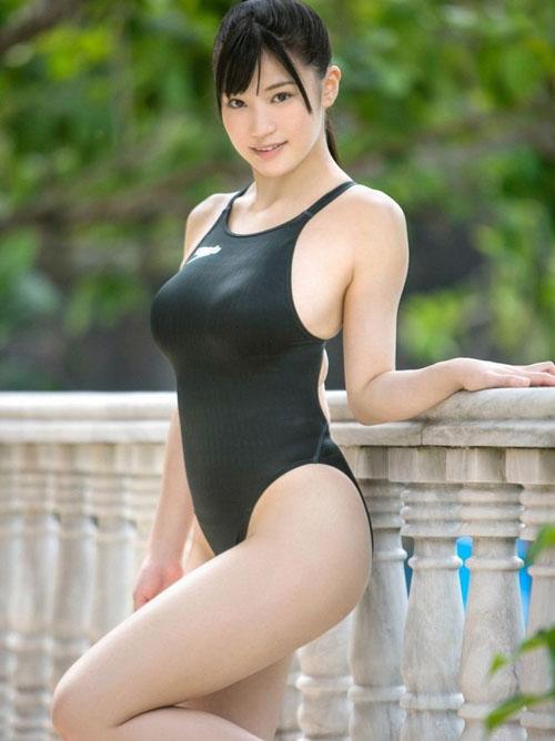 スクール水着・競泳水着がキツそうな巨乳女性画像