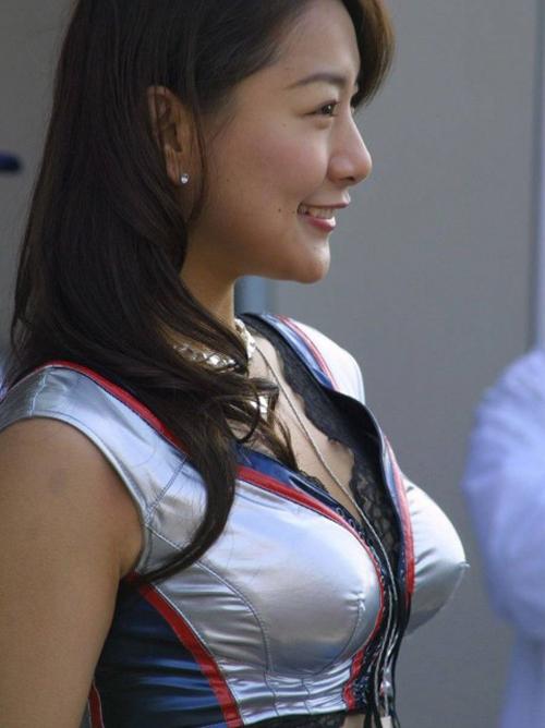 【レースクイーンエロ画像】肌の露出面多くてオカズに使用出来る美脚お姉さんたち!!!