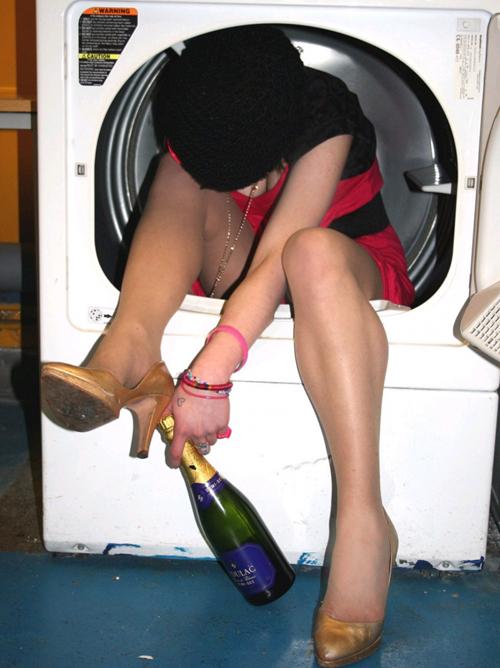 【泥酔 エロ画像】酔っ払ってぶっ倒れてる素人さんってシュールだよなwww