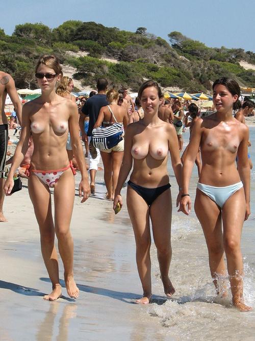 最近のヌーディストビーチってレベル高っ!!こんな美人のマ●コがタダで見られるとか天国すぎだろwww