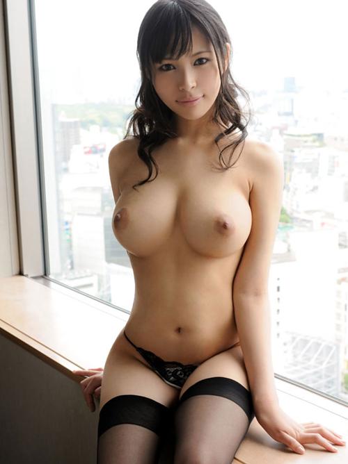 【巨乳エロ画像】デカくて柔らかいおっぱいを揉みまくりたいわぁ!!!