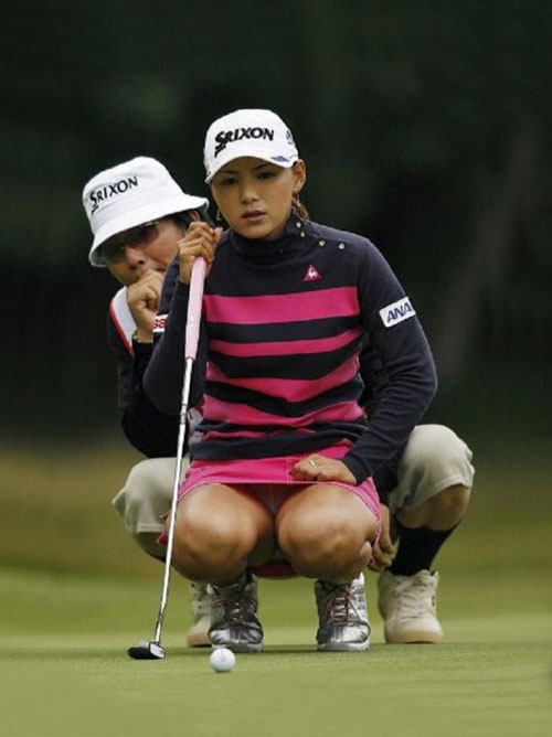 (TVハプニング26枚)女子プロってパンツ丸見えばっか気になってゴルフ観戦してる場合じゃねぇーなぁーwwwえろ目線で見たら超えろかったぁーwww