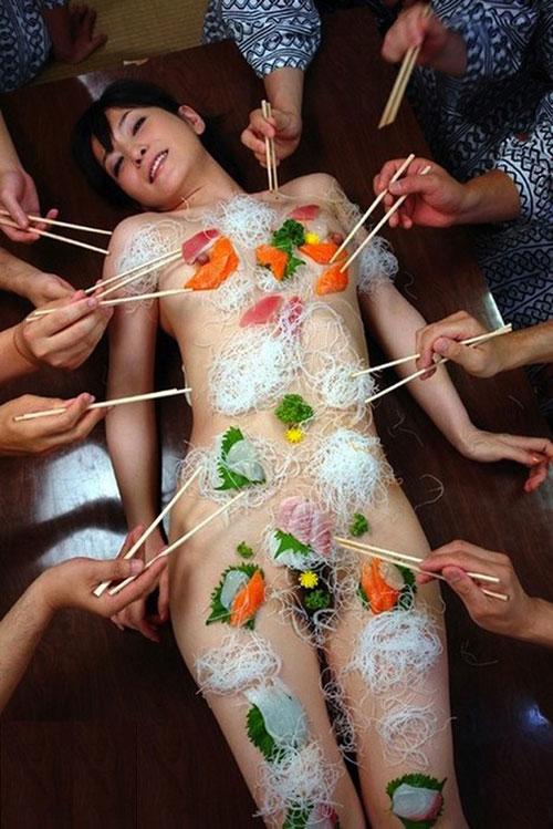 新年会は女体盛りでおっぱい堪能5
